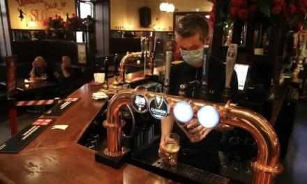 英国酒吧需要疫苗护照才能进?