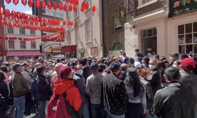 """中国取代德国成为英国最大的单一进口市场;数千华人涌向伦敦中国城接种""""免约""""疫苗"""