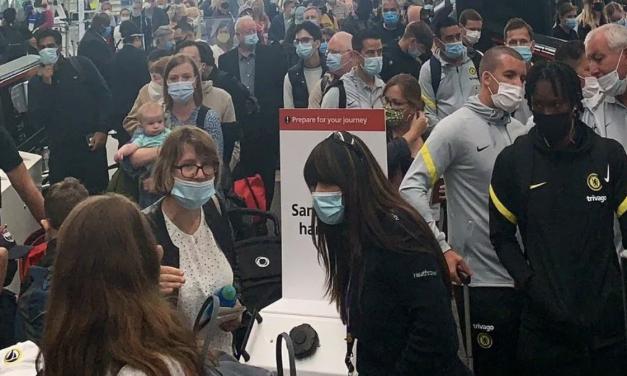 希斯罗机场许多员工自我隔离,导致机场出现长队